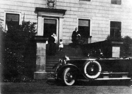 hitler_haus_busch_1926